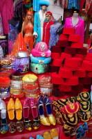 Любителей шопинга здесь ждут многочисленные магазины (Фото: turkishblue, www.shutterstock.com)