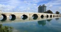 Древний мост Таш-Копрю (Фото: fpolat69, www.shutterstock.com)