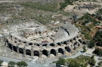 Руины древнеримского театра в окрестностях Анталии (Фото: jokerpro, www.shutterstock.com)