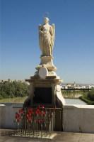 Архангел Рафаил – святой покровитель города (Фото: benjasanz, Shutterstock)