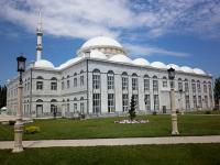 Мечеть «Юсуф-бей джами» - одна из самых больших мечетей Европы (Фото: Шамиль Магомедов, ru.wikipedia.org)