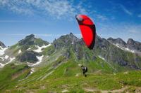 А можно и полетать на параплане (Фото: Natali Glado, Shutterstock)