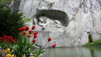 Еще один символ города – скульптура «Умирающий лев» (Фото: VLADJ55, Shutterstock)