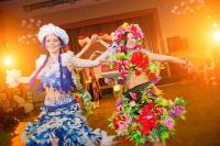 Это красочное и яркое шоу, где мода встречается с самобытными культурами