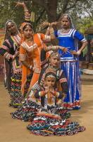 К празднику приурочиваются различного рода фестивали народных танцев и музыки (Фото: JeremyRichards, Shutterstock)