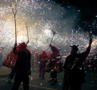 Пиротехнический парад (Фото: Mikhail Zahranichny, Shutterstock)