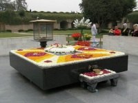 Могила Ганди в Дели (Фото: paul.bard.ru)