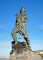 Монумент татарскому и советскому поэту Мусе Джалилю в Казани (Фото: Mikhail Markovskiy, Shutterstock)