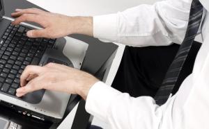 Электронные запросы открывают доступ к базам данным, сформированным из отобранных претендентов и заявок.