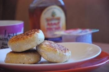 Сырники, приготовленные на антипригарной сковороде (Фото: daily-menu.ru)
