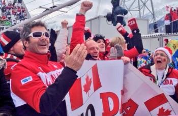 Канадские болельщики ликуют - их страна пока лидирует в медальном зачете (Фото: twitter.com/Sochi2014)