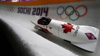 Канадки Кейли Хамфрис и Хезер Мойс во второй раз подряд стали чемпионками Олимпийских игр, завоевав золото в соревнованиях двоек (Фото: РИА Новости)
