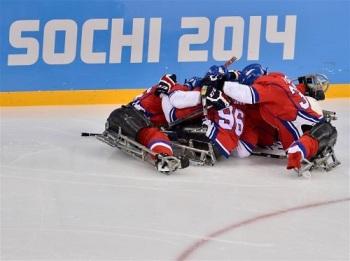 На «Шайбе» продолжились групповые турниры по следж-хоккею (Фото: www.sochi2014.com)