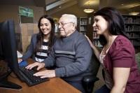 ... в том числе и оказание адресной помощи пожилым и одиноким людям (Фото: Paul Vasarhelyi, Shutterstock)