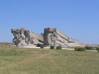 Архитектурная композиция у входа в Музей обороны Аджимушкайских каменоломен
