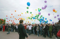 Радужный флешмоб в Санкт-Петербурге 17 мая 2009 года (Фото: ru.wikipedia.org)