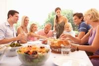 В этот день принято дарить своим отцам подарки и устраивать семейные торжества (Фото: Monkey Business Images, Shutterstock)
