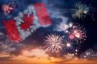 В этот день дается праздничный салют и исполняется национальный гимн (Фото: photowings, Shutterstock)