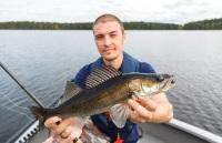 Здесь можно рыбачить практически круглый год, ловя лосося, сига и морского тайменя (Фото: joppo, Shutterstock)