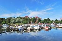 Праздник проходит в городском порту – красивейшем месте города (Фото: Estea, Shutterstock)