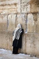 И пока евреи не раскаются в грехе неверия, будут появляться все новые и новые поводы для плача в этот день (Фото: mikhail, Shutterstock)