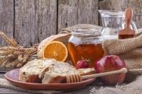 Основная славянская Страва в Спожинки: каша, мед, яблоки, хлеб, пиво (Фото: ddsign, Shutterstock)