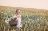 Также в этот день было принято собирать цветы и травы, из которых плели так называемый Степанов венок (Фото: Maya Kruchankova, Shutterstock)