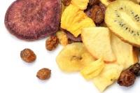 Появились чипсы из моркови, свеклы, редьки, гурманы оценили чипсы из яблок, груш и экзотических фруктов (Фото: TAGSTOCK1, Shutterstock)