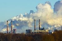 На истощение озона влияет окись хлора, которая является продуктом заводов, предприятий промышленности (Фото: Astakhov Alexander, Shutterstock)