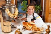 Молодая хозяйка должна была накормить гостей вкусным обедом и подарить родителям круглые пироги (Фото: Vladimir Melnikov, Shutterstock)