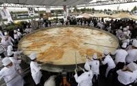 Знатоки уверяют, что настоящий омлет должен быть о-о-очень большим...