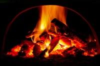 Если дрова в печи горели сильно, это означало, что нужно ждать бурю (Фото: Pavelk, Shutterstock)