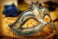 Отсюда же взяли начало полумаски, которые сейчас носят название венецианских масок (Фото: Szekeres Szabolcs, Shutterstock)