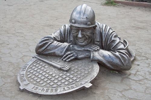 Памятник работникам коммунальных служб в Омске (Фото: Asasirov, Shutterstock)