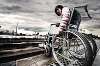 В России инвалиды — одна из самых слабозащищенных категорий населения (Фото: gillmar, Shutterstock)