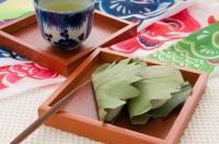 В эти дни в домах готовится и специальная еда (Фото: KARIN SASAKI, Shutterstock)