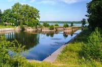 К сожалению, в настоящее время каналы превратились в заросшие и замусоренные водоемы... (Фото: Anton_Ivanov, Shutterstock)