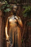 Статуя Джульетты в Вероне (Фото: Natalia Bratslavsky, Shutterstock)