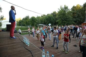 Еще одним партнером программы «Мы пьем воду» стала школа танцев Евгения Папунаишвили (ШТЕП)