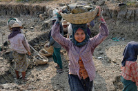 Насильственный детский труд — это тоже одна из форм рабства (Фото: МОТ/Марсель Крозе)