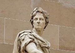 Статуя Цезаря в саду Версальского дворца (1696, скульптор Никола Кусту)