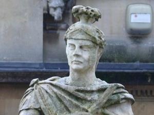 Памятник Юлию Агриколе в римских термах в Бате
