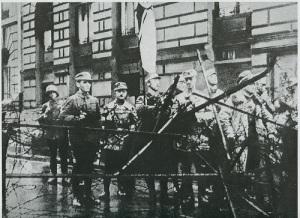 Подавлен «пивной путч» в Мюнхене, руководимый Адольфом Гитлером